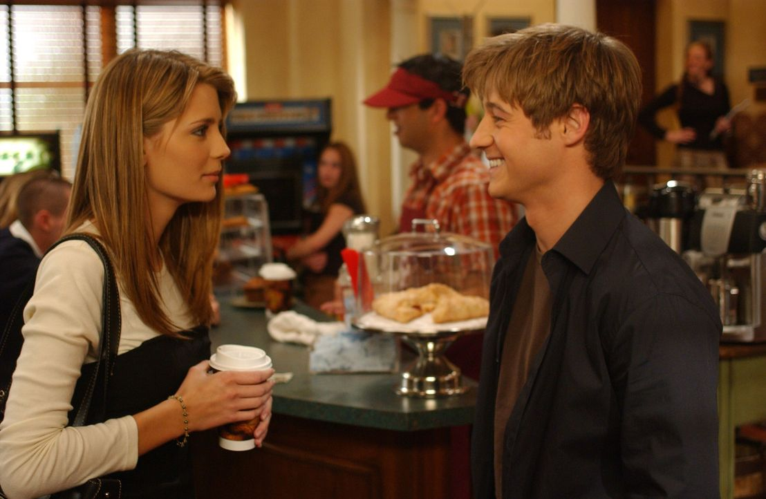 Marissa (Mischa Barton, l.) und Ryan (Benjamin McKenzie, r.) wollen versuchen, nur noch gute Freunde zu sein, doch das erweist sich als ziemlich sch... - Bildquelle: Warner Bros. Television