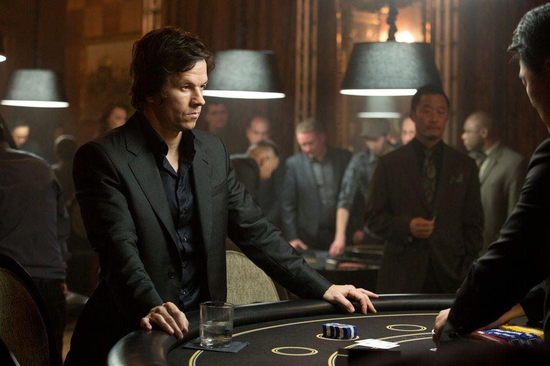 """All in! Setzt nicht nur sein eigenes Leben, sondern auch das seiner Nächsten aufs Spiel: """"The Gambler"""" Jim (Mark Wahlberg) ... - Bildquelle: Claire Folger 2016 Paramount Pictures"""