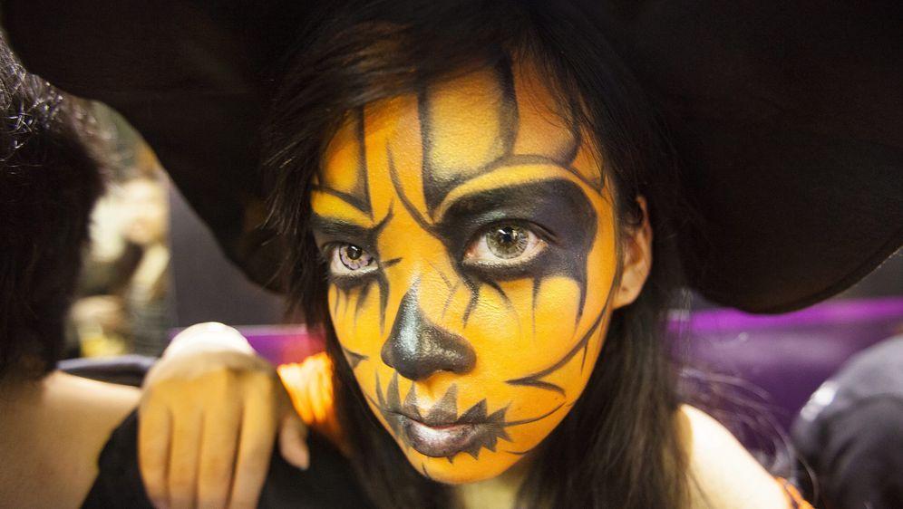 Halloween-Schminke - Bildquelle: dpa