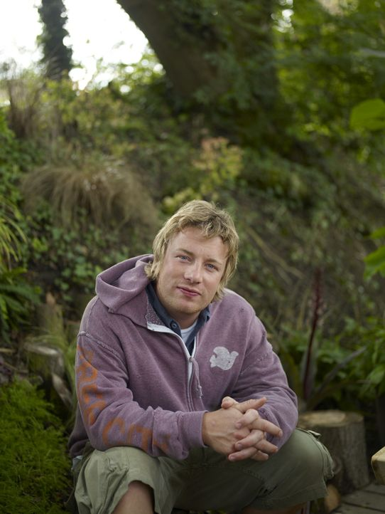 """(2. Staffel) - Ohne Chemikalien züchtet Jamie Oliver Gemüse für das Londoner Restaurant """"Fifteen"""" und seine mediterrane Küche ... - Bildquelle: Fremantle"""