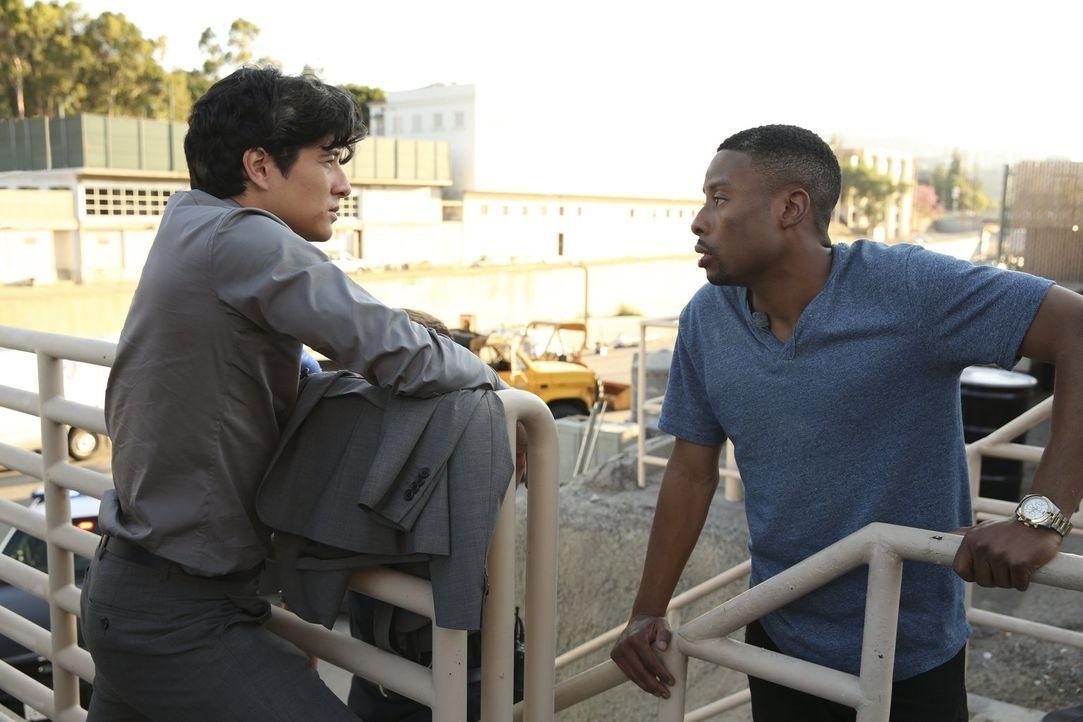 Die Zusammenarbeit von Carter (Justin Hires, r.) und Lee (Jon Foo, l.) ist nicht immer ganz einfach ... - Bildquelle: Warner Brothers