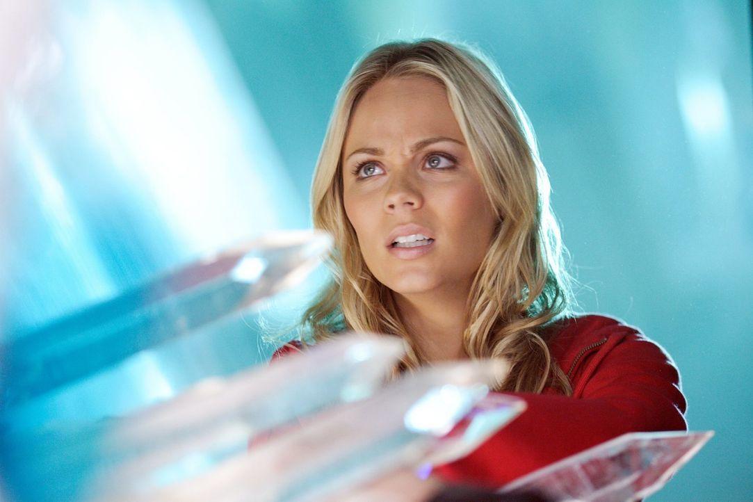 Lor-El hat Clark eine Falle gestellt und ihm seiner Kräfte beraubt. Kara (Laura Vandervoort) muss jetzt einspringen und die Festung der Einsamkeit r... - Bildquelle: Warner Bros.