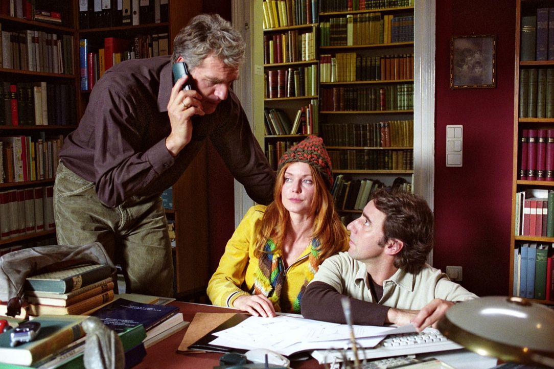 Max (Walter Sittler, l.), Sandra (Esther Schweins, M.) und René (Dieter Landuris, r.) haben ein Plan, wie sie dem ehemaligen Schacheuropameister Go... - Bildquelle: Sat.1