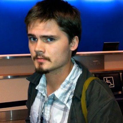 Dieser Schnappschuss zeigt den jungen Mann noch im Jahr 2012.. heute gibt es... - Bildquelle: dpa - Picture Alliance