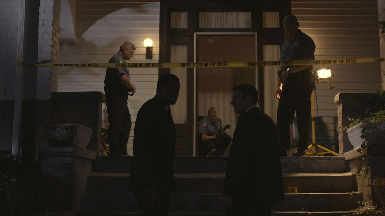 Nachdem Kampfkunst-Fan Carl Hunt einen tödlichen Messerangriff erleidet, liefern die Nachbaren der Polizei scheinbar brauchbare Hinweise auf den Tät... - Bildquelle: Jupiter Entertainment