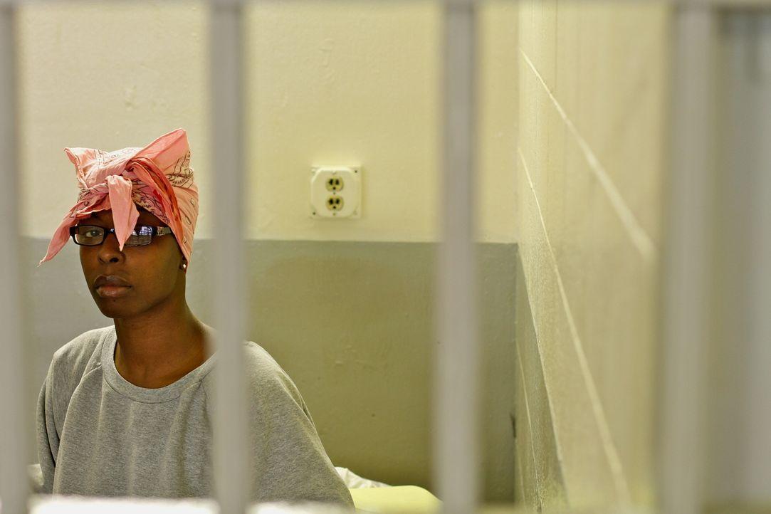 Die Insassin Kimberly Taylor nimmt an einem Disziplinarverfahren teil, dass bestimmt, wie viel Zeit sie noch in Isolationshaft verbringen muss ... - Bildquelle: Peter Hutchens part2pictures