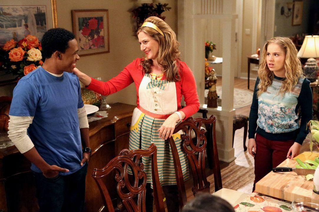 Sheila (Ana Gasteyer, M.) hat Malik (Maestro Harrell, l.) nackt gesehen. Lisa (Allie Grant, r.) ist darüber gar nicht glücklich und stellt Malik zur... - Bildquelle: Warner Brothers