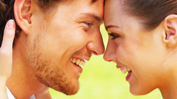 Halten Sie die Beziehung lebendig! sixx.de hat fünf Tipps, wie's gelingt.