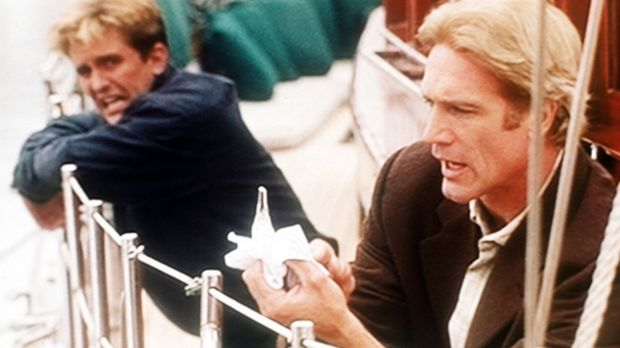 Jesse (Charlie Schlatter, l.) ist auf dem Segelboot, auf dem Steve (Barry Van...