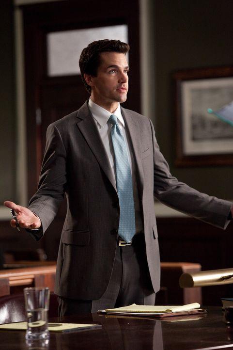 Arbeitet an einen absurden Fall: Grayson (Jackson Hurst) ... - Bildquelle: 2009 Sony Pictures Television Inc. All Rights Reserved.