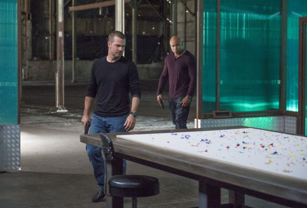 Ein neuer Fall wartet auf Callen (Chris O'Donnell, l.) und Sam (LL Cool J, r.) ... - Bildquelle: CBS Studios Inc. All Rights Reserved.