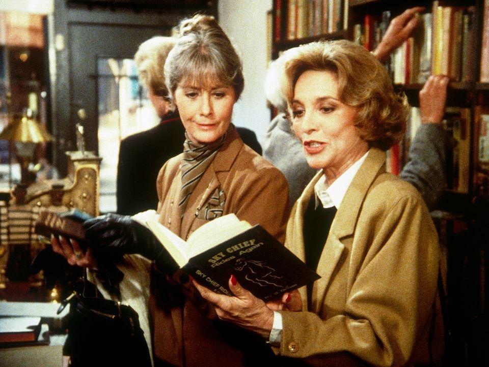 Dotty (Beverly Garland, r.) findet in einem Buchladen ein vergriffenes Kinderbuch, das bald zum Anlass für viele Verwicklungen wird ... - Bildquelle: CBS Television
