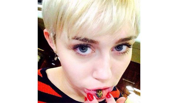 Miley-Cyrus-Lippen-Tattoo-instagram-com-mileycyrus - Bildquelle: http://instagram.com/mileycyrus