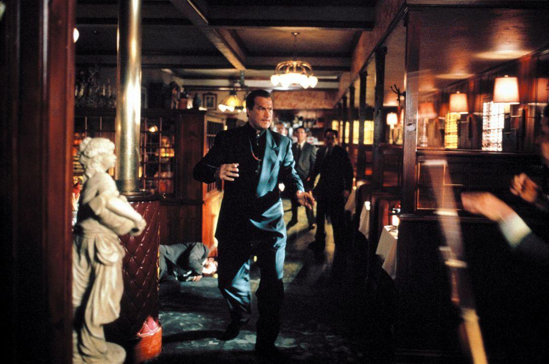 Einst war er der 'Glimmer Man' - ein Killer im Auftrag des US-Geheimdienstes, der nur im Dunkeln tätig war, doch mittlerweile arbeitet er unter dem... - Bildquelle: Warner Bros. Pictures