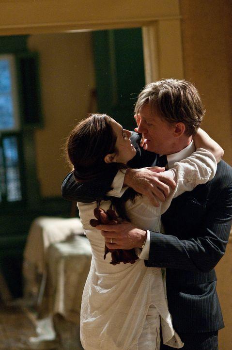 Mit Entsetzen müssen Will (Daniel Craig, r.) und Libby (Rachel Weisz, l.) feststellen, dass ihr neues Traumhaus der Schauplatz eines schrecklichen S... - Bildquelle: 2011 Universal Studios