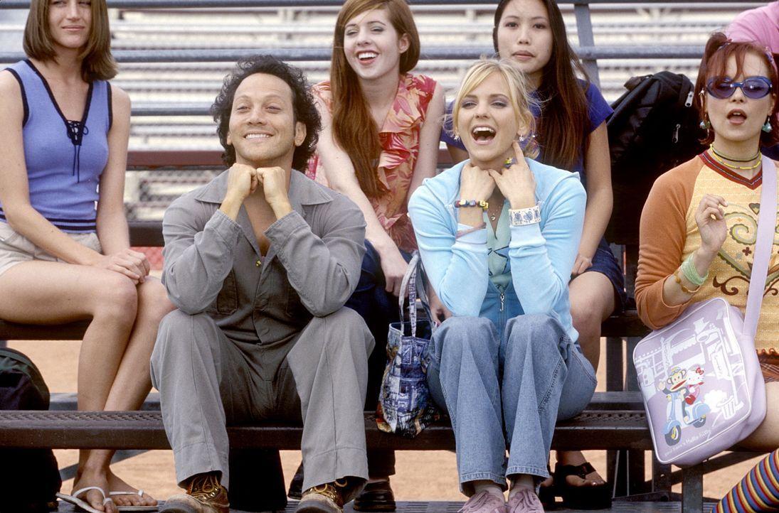 """Mögen sich sehr: die """"männliche"""" Jessica (Rob Schneider, vorne l.) und April (Anna Faris, vorne M.) ... - Bildquelle: Walt Disney Pictures"""