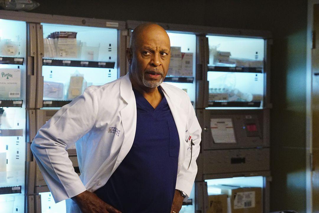 Während Arizona aus New York nach Seattle zurückkehrt, kämpft Richard (James Pickens Jr.) im Krankenhaus um das Leben seiner Patienten ... - Bildquelle: Richard Cartwright 2016 American Broadcasting Companies, Inc. All rights reserved.