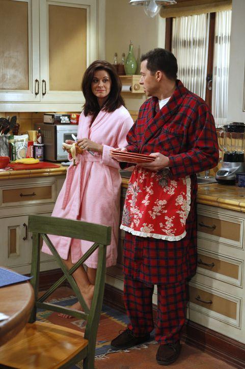 Alan (Jon Cryer, r) findet Gefallen daran, sich zwischen Charlie und Chelsea (Jennifer Bini Taylor, l.) zu drängen ... - Bildquelle: Warner Brothers Entertainment Inc.