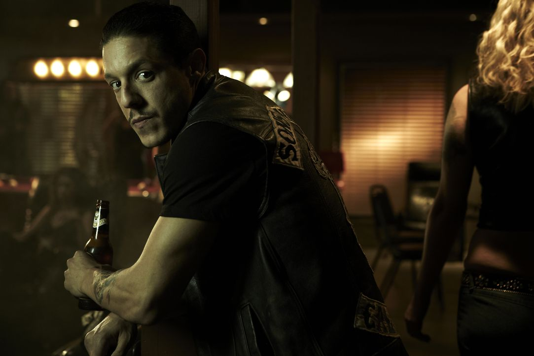 (4. Staffel) - Wird Juice (Theo Rossi) seine Vergangenheit und Herkunft zum Verhängnis? - Bildquelle: 2011 Twentieth Century Fox Film Corporation and Bluebush Productions, LLC. All rights reserved.