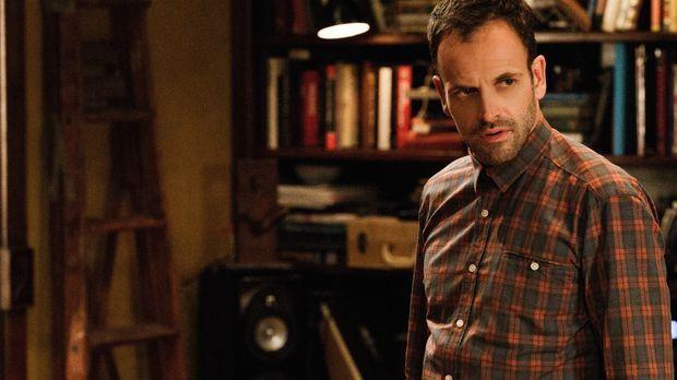 Die Vergangenheit holt ihn ein: Sherlock Holmes (Jonny Lee Miller) hat vor Ja...