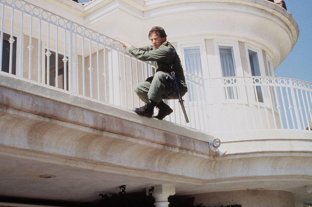 Um die hemmungslosen Gangster auszuschalten, schickt die Air Force Ryan Mitchell (Costas Mandylor) los. Ein Kampf auf Leben und Tod entbrennt ... - Bildquelle: Artisan Entertainment