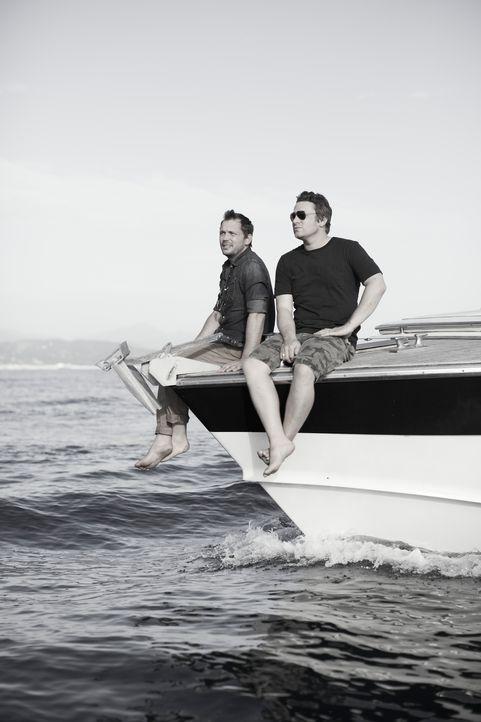 Als wären sie im Urlaub: Jamie (r.) und Jimmy (l.) genießen in Italien die Ruhe vor dem Sturm ... - Bildquelle: David Loftus David Loftus 2014