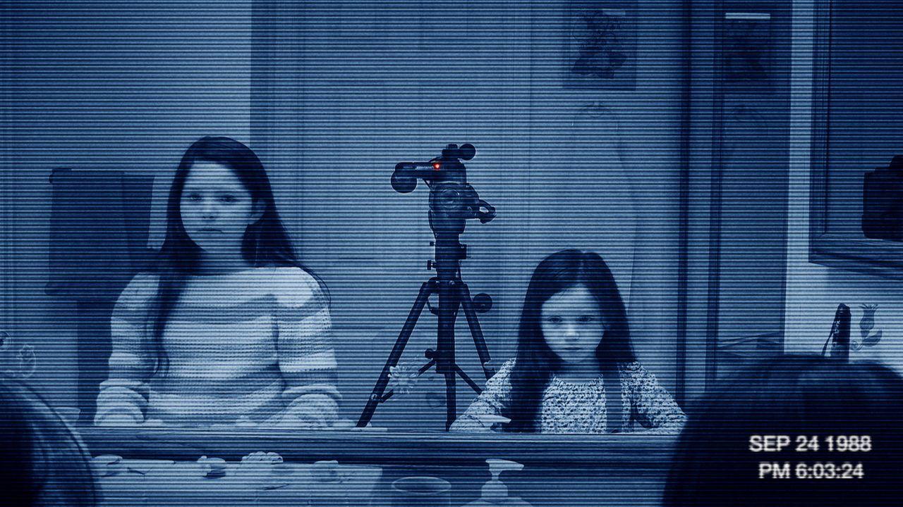 Im Haus einer jungen Familie gibt es mysteriöse, unerklärbare Vorkommnisse. Um eine Erklärung zu finden, beginnt der Familienvater bestimmte Bereich... - Bildquelle: Courtesy of Paramo 2011 Paramount Pictures. All Rights Reserved.