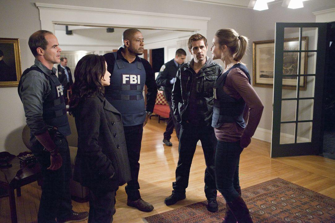 Ein neuer schwierigen Fall beschäftigt John (Michael Kelly, l.), Beth (Janeane Garofalo, 2.v.l.), Sam (Forest Whitaker, M.), Gina (Beau Garrett, r.)... - Bildquelle: ABC Studios