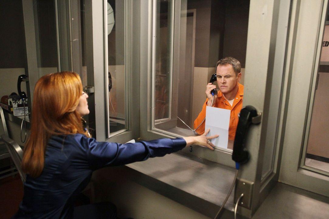 Bei einem Besuch bei Paul Young (Mark Moses, r.) im Gefängnis, erfährt Bree (Marcia Cross, l.) eine schockierende Nachricht ... - Bildquelle: ABC Studios