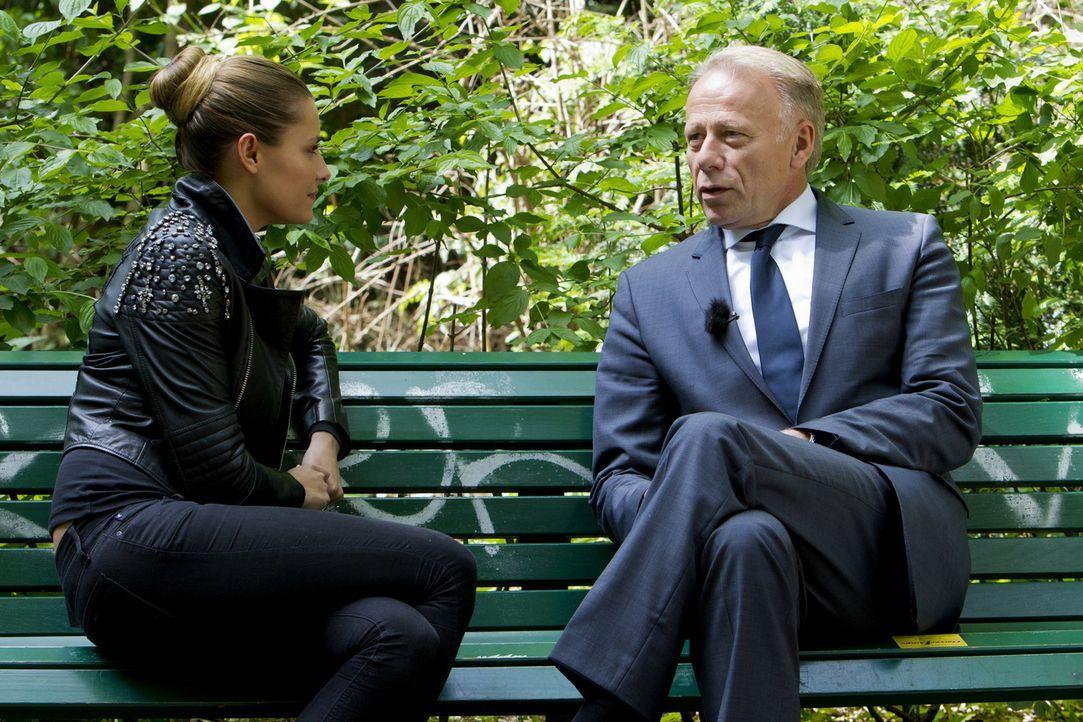 Sophia Thomalla (l.) konfrontiert Jürgen Trittin (r.) mit den Fragen, Sorgen und Wünschen der Zuschauer. - Bildquelle: Richard Hübner ProSieben
