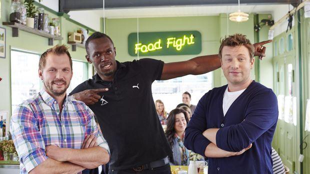 Jimmy (l.) und Jamie (r.) kochen dieses Mal mit dem jamaikanischen Sprinter U...