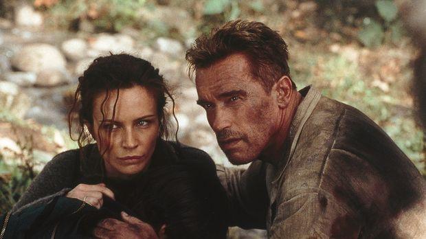 Als Gordon (Arnold Schwarzenegger, r.) und Selena (Francesca Neri, l.) erkenn...