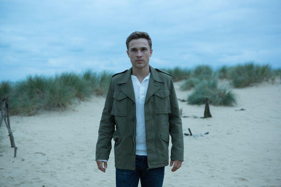 Liam (William Moseley) versucht herauszufinden, was Robert wirklich im Schilde führt ... - Bildquelle: Matt Frost 2016 E! Entertainment Television, LLC