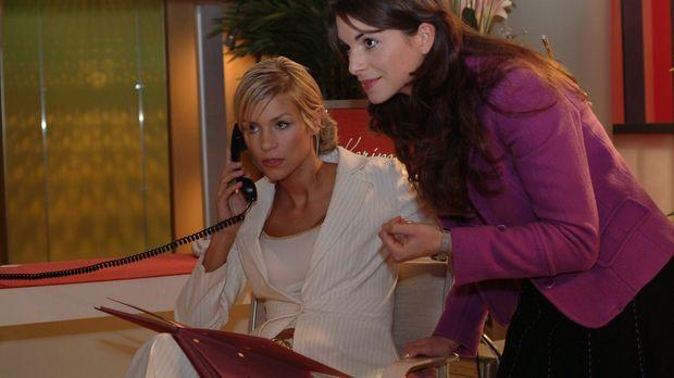 Mariella (Bianca Hein, r.) sucht nach einem Weg, Sabrina (Nina-Friederike Gnä...