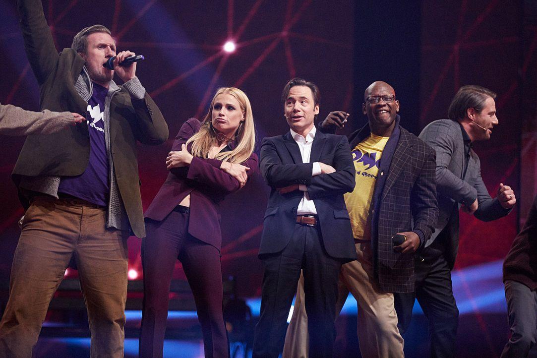 """""""It's Showtime"""": Michelle Hunziker (2.v.l.), Michael Bully Herbig (M.) und Sasha (r.) suchen die Besten der Besten ... - Bildquelle: Stefan Hobmaier SAT.1"""