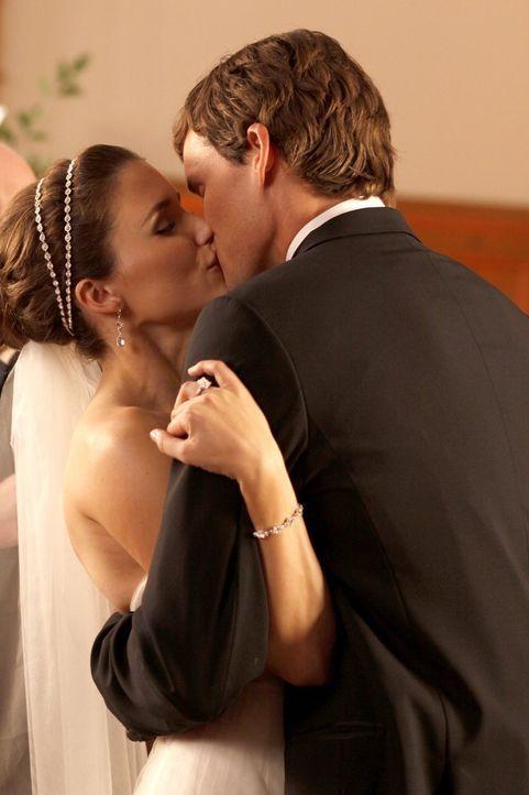 Wagen den Schritt in ein neues, gemeinsames Eheleben: Brooke (Sophia Bush, l.) und Julian (Austin Nichols, r.) ... - Bildquelle: Warner Bros. Pictures