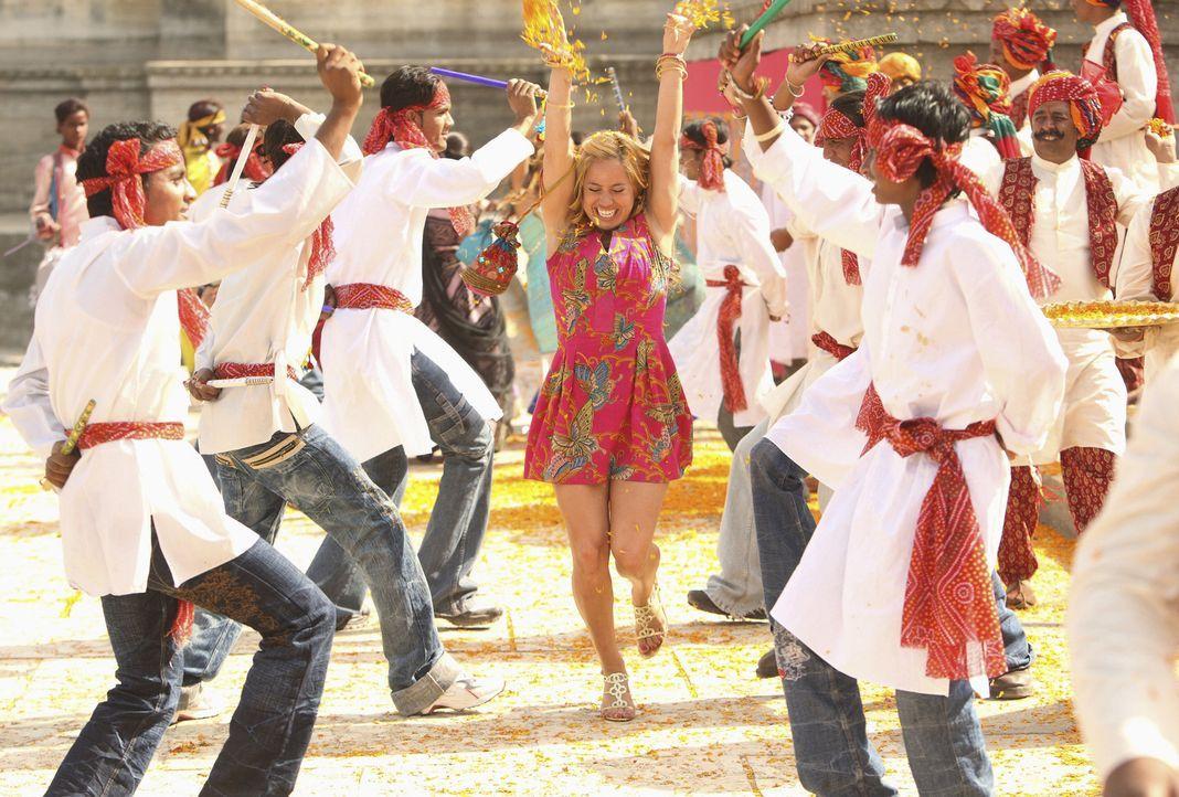 Amars Heimatstadt ist die ideale Kulisse für Viks Bollywoodstreifen - auch Dorinda (Sabrina Bryan, M.) fühlt den Zauber dieser Stadt. - Bildquelle: Disney - ABC - ESPN Television