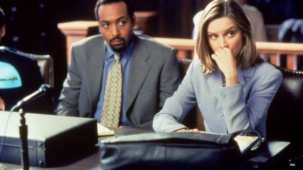 Ihr Mandant Dr. Greg Butters (Jesse L. Martin, l.) ist nicht uninteressiert a...