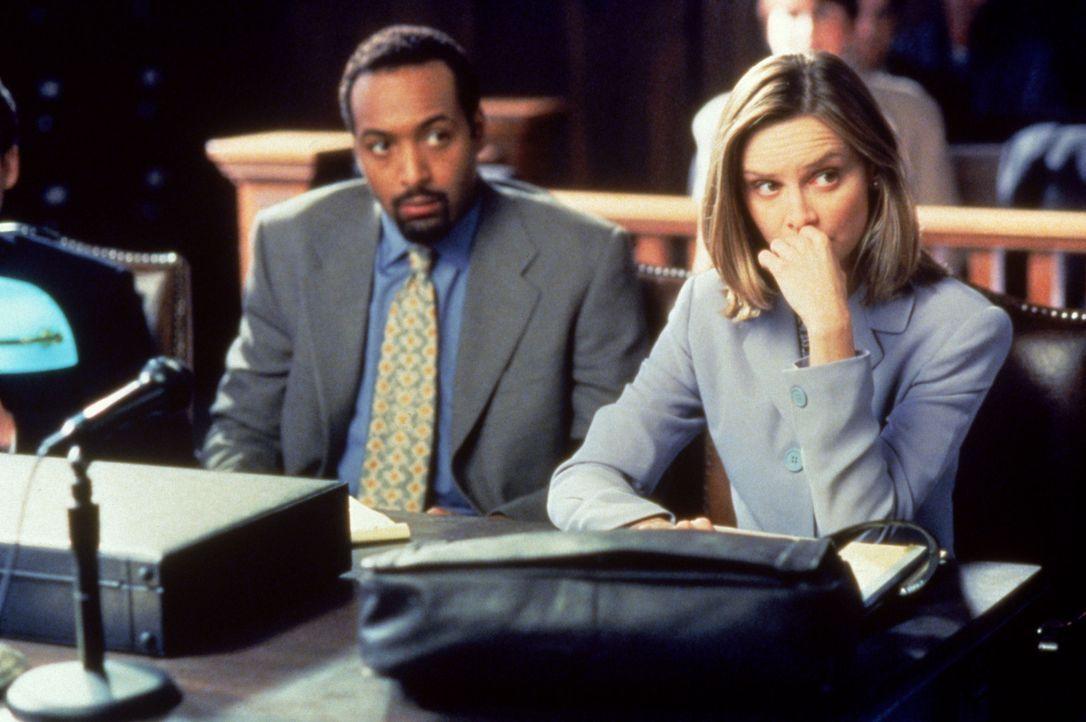 Ihr Mandant Dr. Greg Butters (Jesse L. Martin, l.) ist nicht uninteressiert an Ally (Calista Flockhart, r.), was die Zusammenarbeit nicht gerade erl... - Bildquelle: Twentieth Century Fox Film Corporation. All rights reserved.