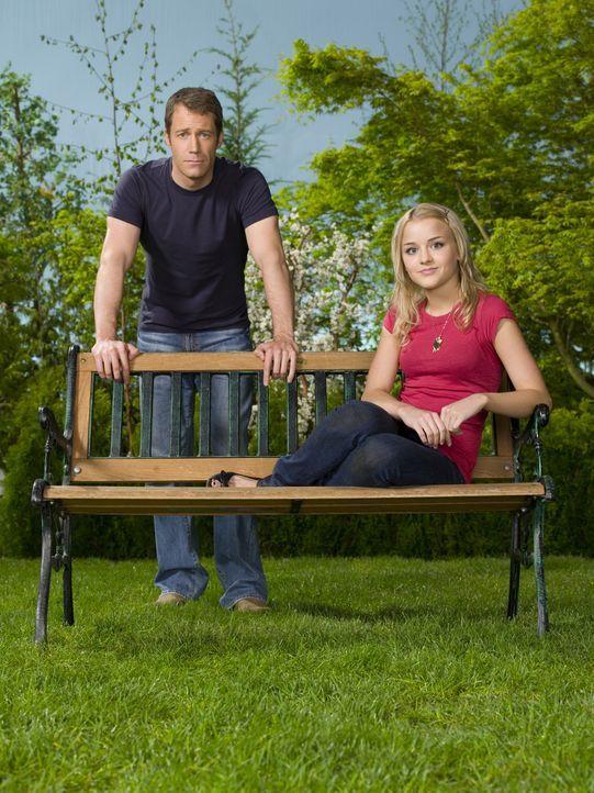 (2. Staffel) - Jack Carter (Colin Ferguson, l.) und seine Tochter Zoe (Jordan Hinson, r.) leben in Eureka, einem kleinen Städtchen, in dem nichts no... - Bildquelle: Universal Television