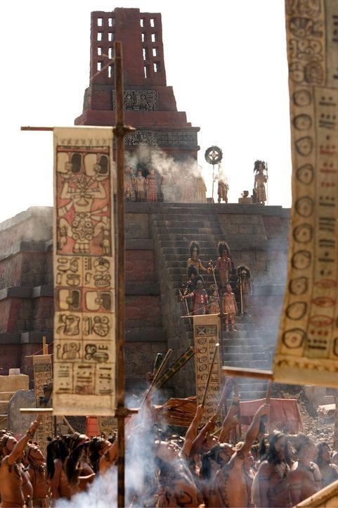 Das Opferritual, mit dem die Hungersnot des Maya-Reiches beendet werden soll, beginnt ... - Bildquelle: Constantin Film