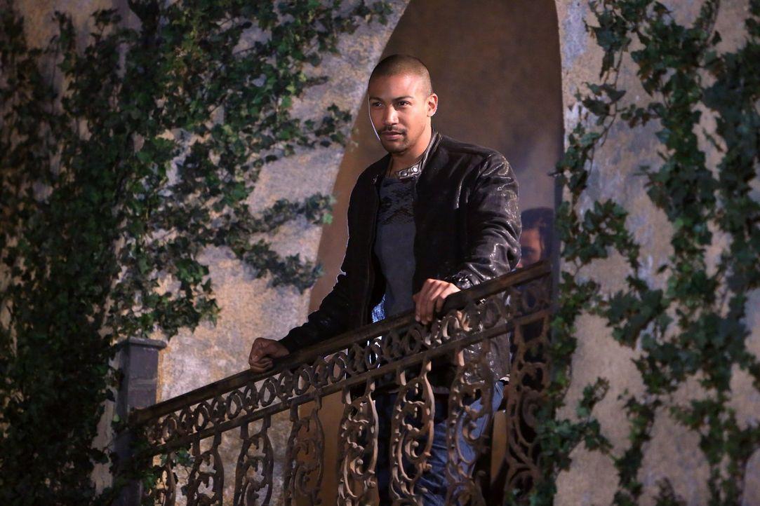Als Marcel (Charles Michael Davis) erkennt, wohin Klaus neueste Pläne führen werden, formiert er eine Armee um sich und ruft zum Angriff ... - Bildquelle: Warner Bros. Television