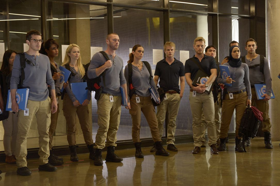 Eine neue Aufgabe wartet auf die Rekruten: Alex (Priyanka Chopra, 3.v.l.), Ryan (Jake McLaughlin, 5.v.l.), Nimah (Yasmine Al Massri, 2.v.r.), Simon... - Bildquelle: 2015 ABC Studios