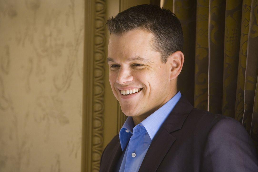 Um sich an Casinobesitzer Bank zu rächen, wollen Ocean und seine Gang (Matt Damon) die Automaten im Casino manipulieren ... - Bildquelle: TM &   Warner Bros. All Rights Reserved