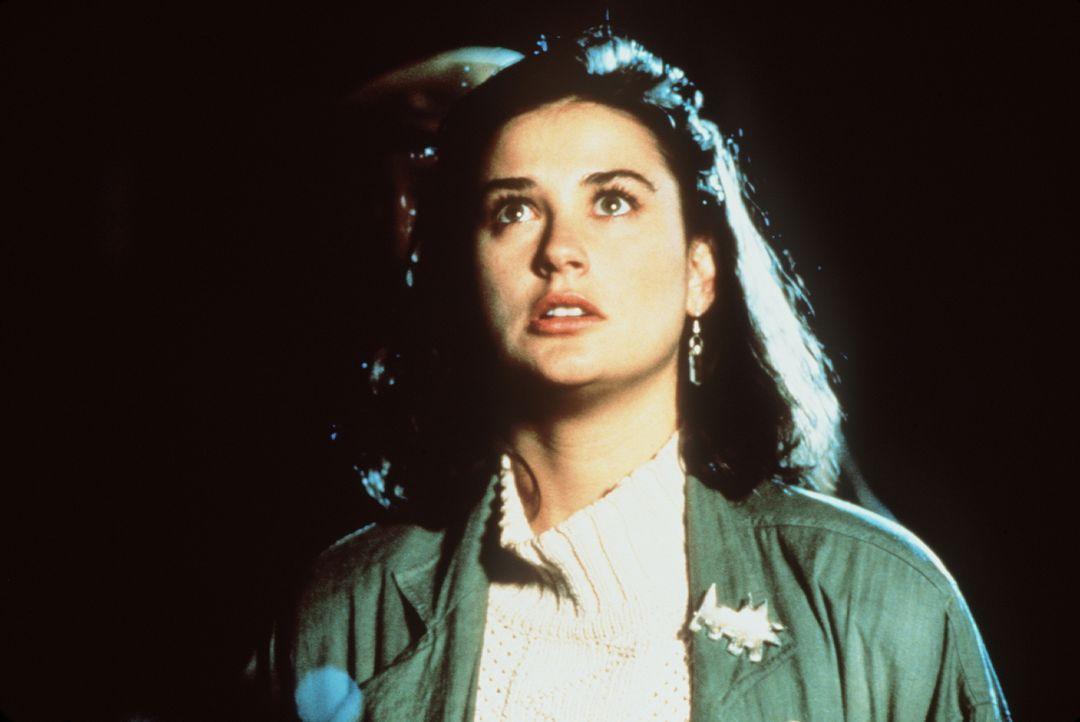 Abby (Demi Moore) entdeckt in dem Zimmer ihres Untermieters seltsame Schriftstücke, die den Untergang der Welt ankündigen - sie beginnt einen herois... - Bildquelle: TriStar Pictures