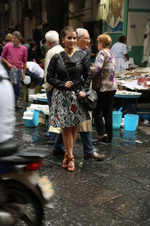 In Neapel lässt sich Rachel von den pulsierenden Straßen und der spektakulären Stimmung inspirieren ... - Bildquelle: Richard Hall BBC 2014