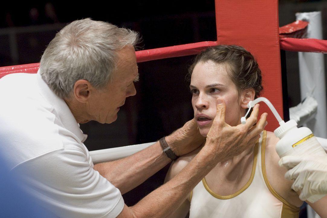 Frankies (Clint Eastwood, l.) oberste Regel im Ring lautet: Immer für die eigene Deckung sorgen. Eine Regel, die Maggie (Hilary Swank, r.) nie, abe... - Bildquelle: Epsilon Motion Pictures