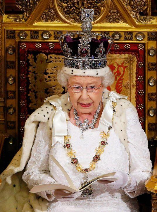 Queen-ElizabethII-14-06-04-dpa - Bildquelle: dpa