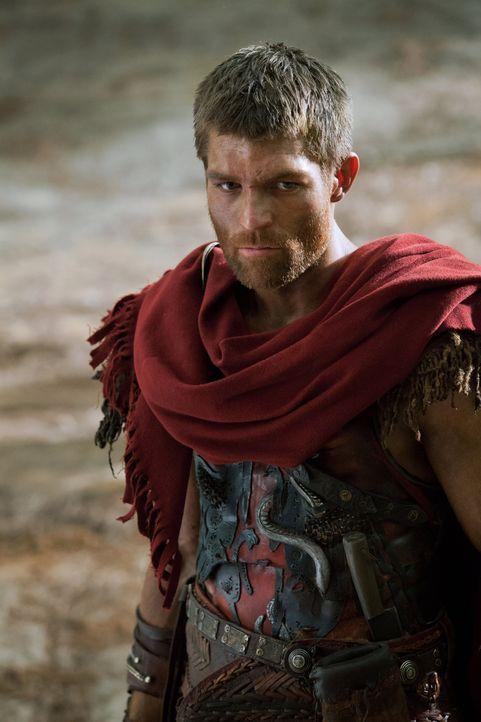 Versucht verzweifelt vor Crassus' Legionen über die Apenninen zu fliehen: Spartacus (Liam McIntyre) ... - Bildquelle: 2012 Starz Entertainment, LLC. All rights reserved.