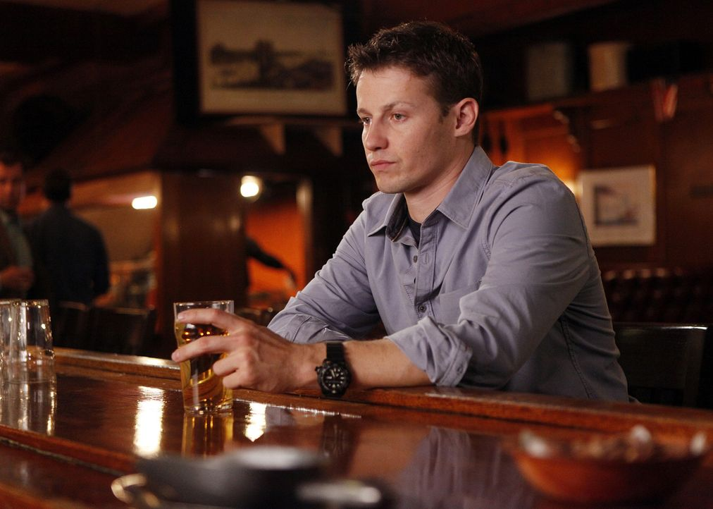 War es die richtige Entscheidung von Jamie (Will Estes), in den Polizeidienst zu treten? - Bildquelle: 2010 CBS Broadcasting Inc. All Rights Reserved